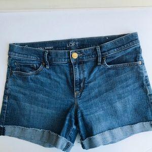 LOFT jean shorts raw hem. EUC, size 6